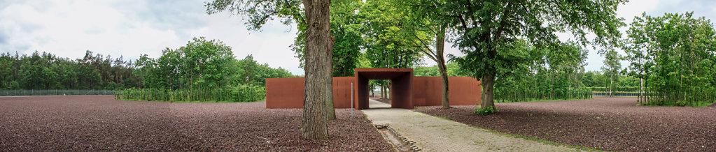 Blick auf das Gelände und das Innetor des Konzentrationslagers Esterwegen